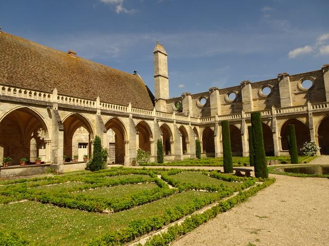 L'Abbaye de Royaumont, plus grande abbaye cistercienne d'Ile deFrance