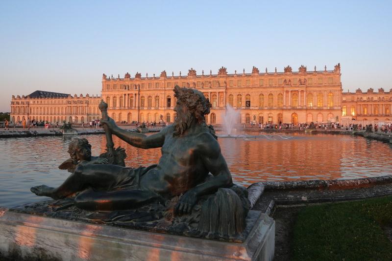 Le Château de Versailles et ses Grandes EauxNocturnes